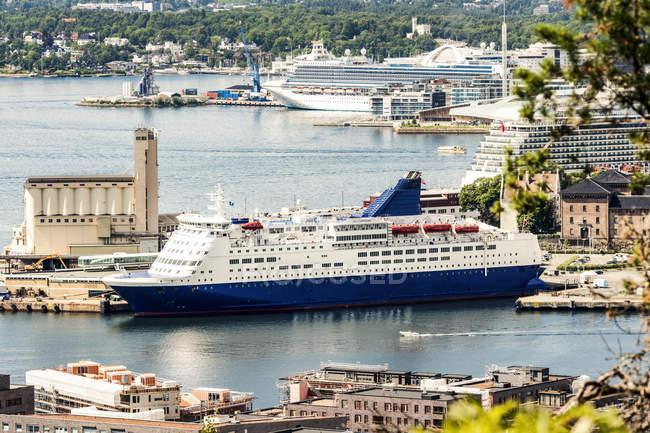 Norvegia, Oslo, Navi da crociera al porto — Foto stock