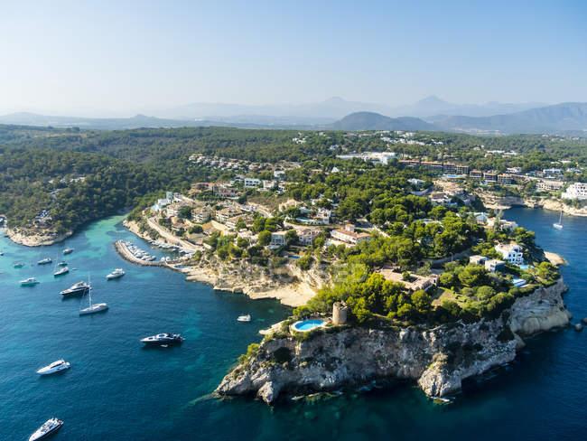 Spain, Mallorca, Palma de Mallorca, Aerial view of Villas and yachts near Portals Vells — Stock Photo