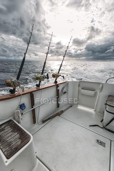 Canne da pesca su barca da pesca, Asturie, Spagna — Foto stock