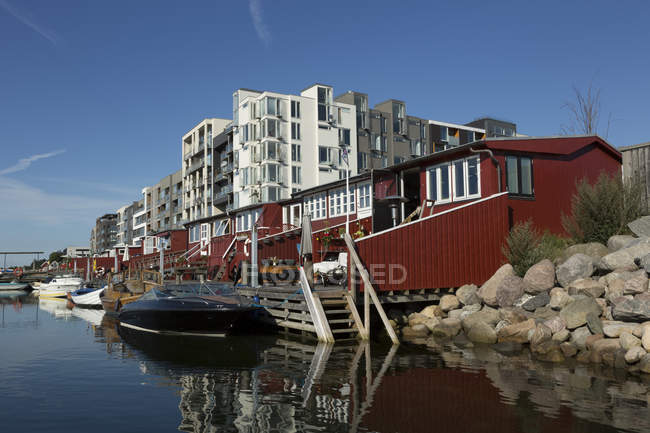 Denmark, Copenhagen, private jetty and huts, Metropolis building in the background — Stock Photo