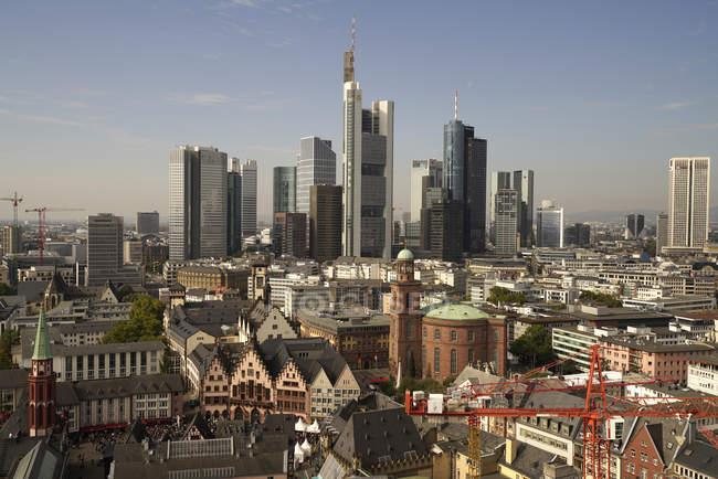 Deutschland, frankfurt, stadtbild luftbild mit finanzviertel — Stockfoto