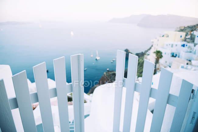 Grèce, Santorini, Oia, caldera avec porte d'entrée et de paysage — Photo de stock