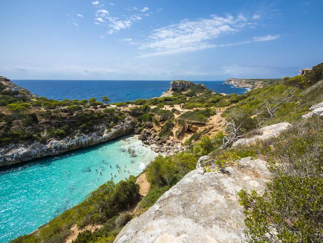 Spagna, Baleari, Maiorca, Veduta della baia Calo des Moro — Foto stock