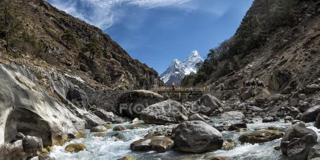 Khumbu, Nepal-Everest-Region, Ama Dablam tagsüber — Stockfoto