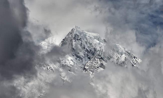 Nepal, Himalaya, Khumbu, Berge in Wolken — Stockfoto