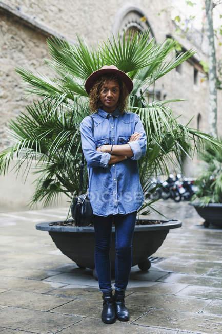 Woman wearing hat and denim shirt — Stock Photo