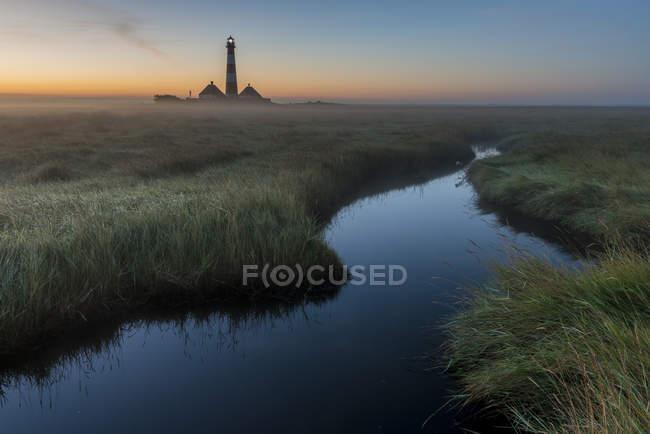 Вид Westerheversand маяк в утреннем свете, Шлезвиг-Гольштейн, Германия — стоковое фото