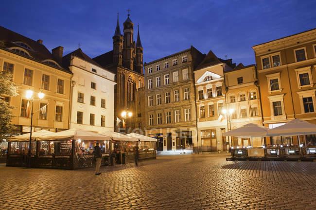 Польша, Тунай Торун, вид на Старый город-рынок в вечерние сумерки — стоковое фото