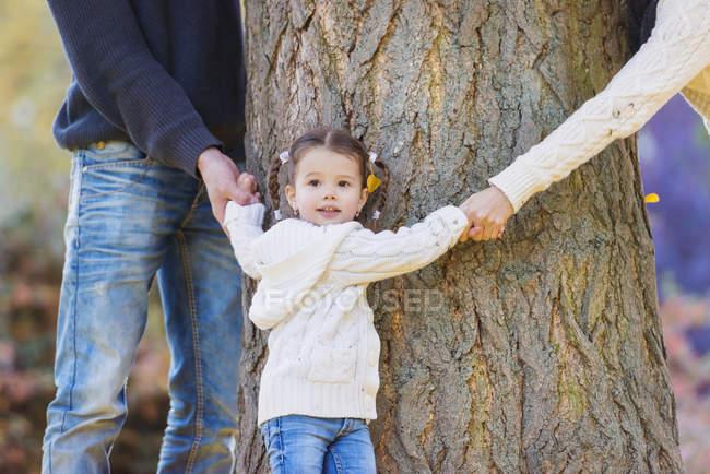 Family of three hugging tree — Stock Photo
