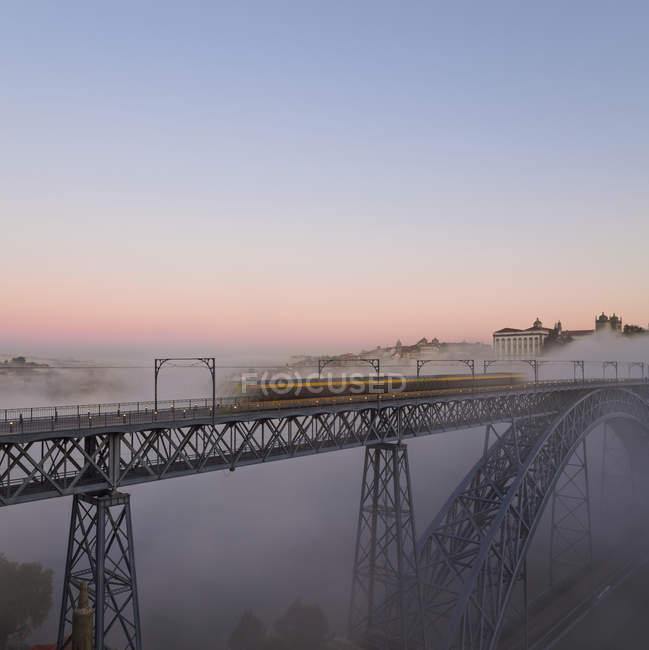 Ponte Luiz I la sera — Foto stock