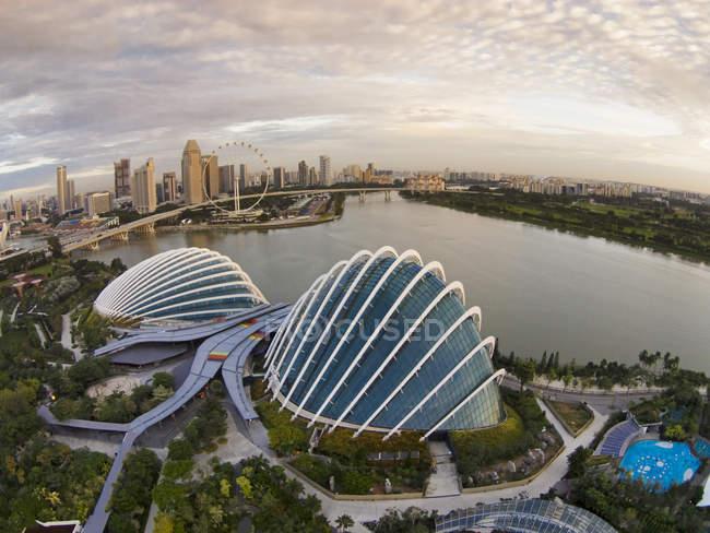 Вид з саду біля затоки в Marina Bay, Сінгапур — стокове фото