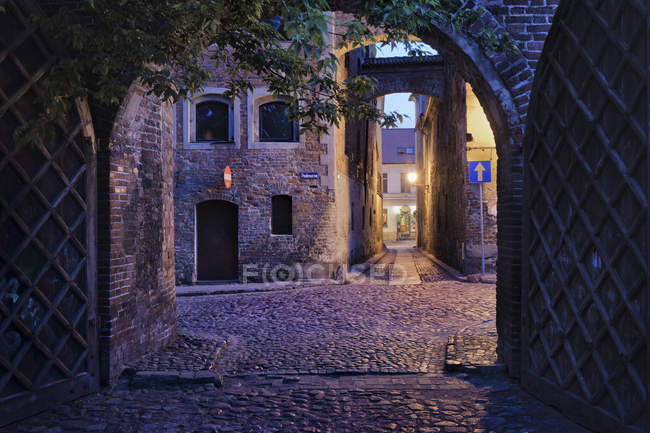 Poland, Torun, alleys at the Medieval Old Town in the evening — Stock Photo