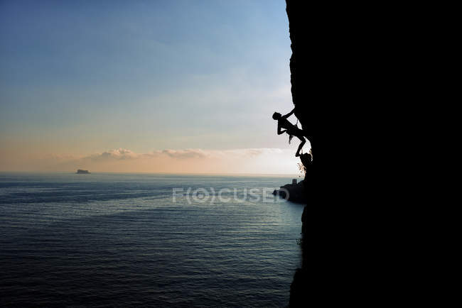 Malta, Arlapsi, rock climber in the evening — Stock Photo