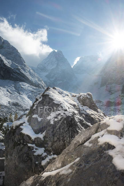 Berchtesgaden Alps, Hochkalter mountain massif against the sun — Stock Photo
