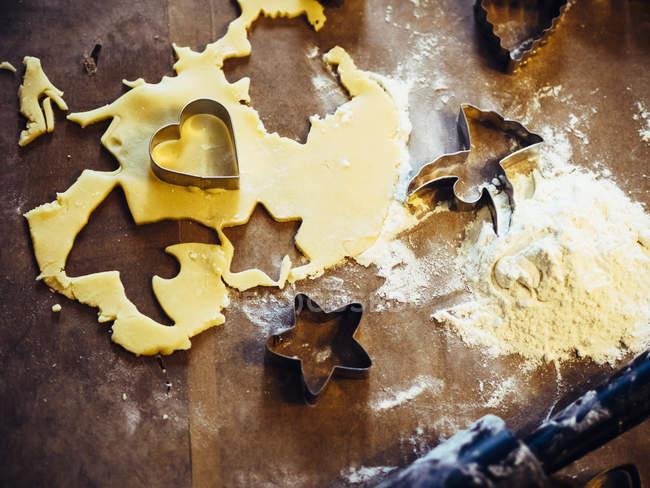 Panadería de Navidad en superficie de madera - foto de stock