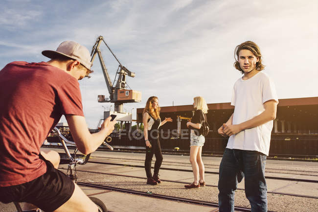 Friends hanging out together at harbor — Stock Photo