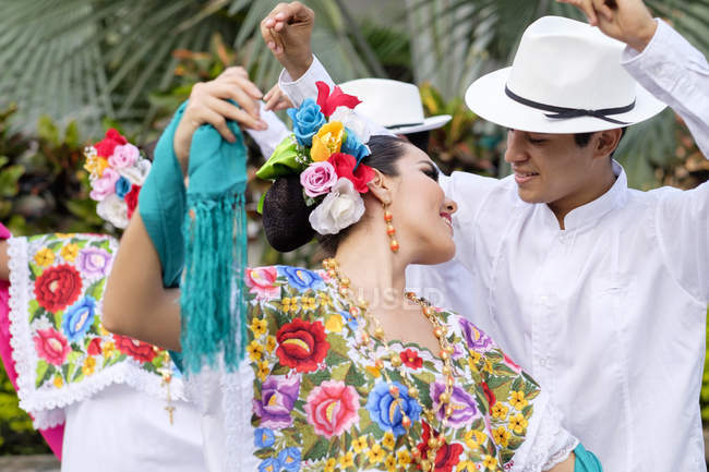 Close-up of traditional folkloristic Mexican dancers — Stock Photo