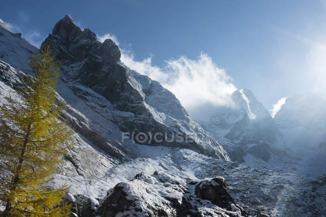 Берхтесгаденские Альпы, гористый массив Хохкалтер осенью — стоковое фото