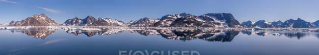 Groenlândia, Schwei=, Kulusuk, Panorama durante o dia — Fotografia de Stock