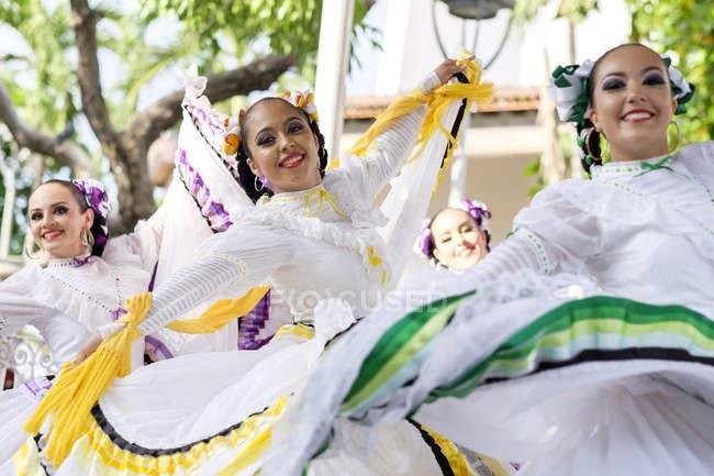 Mexiko, jalisco, xiutla tänzer, folkloristische mexikanische tänzer — Stockfoto