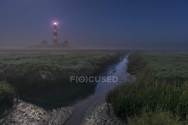 Blick auf Westerheversand Leuchtturm in der Nacht, Nordfriesland, Schleswig-Holstein, Deutschland — Stockfoto