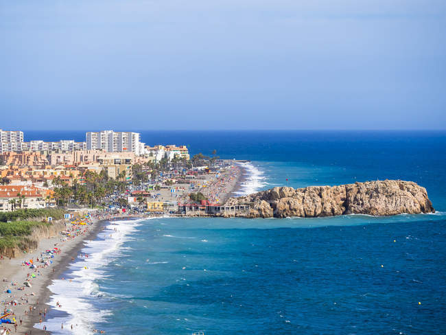 España, Andalucía, Granada, Costa del Sol, Salobreña durante el día - foto de stock