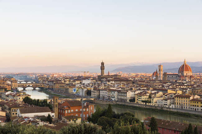 Itália, Toscana, Florença, paisagem urbana à noite — Fotografia de Stock