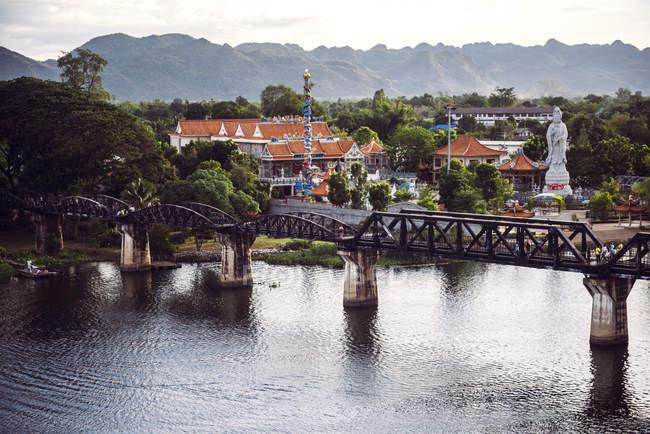 Tailandia, Kanchanaburi, ve hasta el puente sobre el río Kwai - foto de stock
