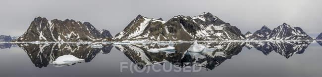 Groenlândia, Kulusuk, Panorama de Schweivania durante o dia — Fotografia de Stock