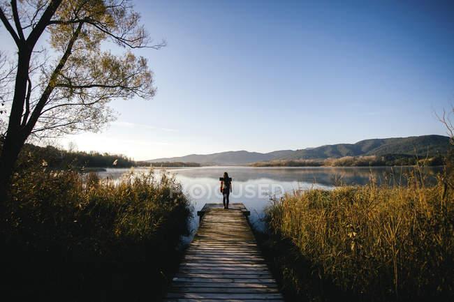Spain, Catalunya, Girona, female hiker on jetty at a lake enjoying the nature — Stock Photo