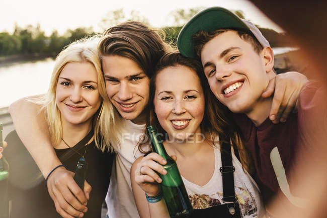 Friends taking a selfie with beer bottles — Stock Photo