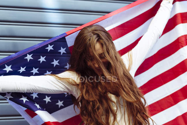 Woman holding an American flag with confidence — Stock Photo