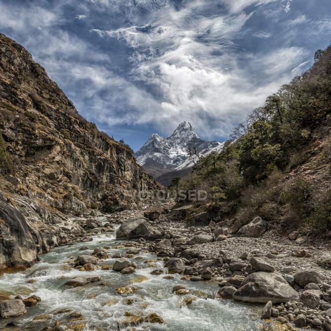 Nepal, Khumbu, Everest Region, ama dablam tagsüber — Stockfoto