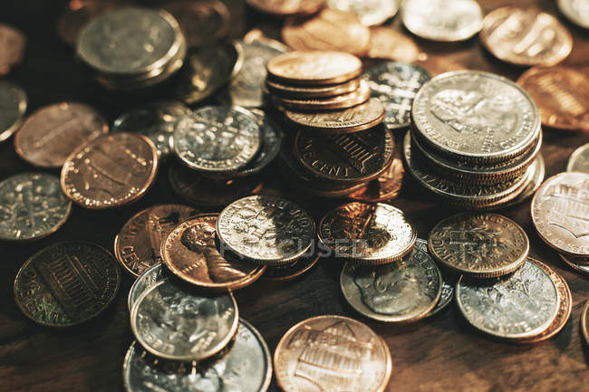 Montón de monedas diferentes, marco completo - foto de stock