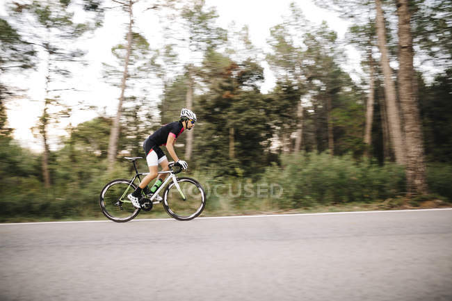 Cyclist riding bike — Stock Photo