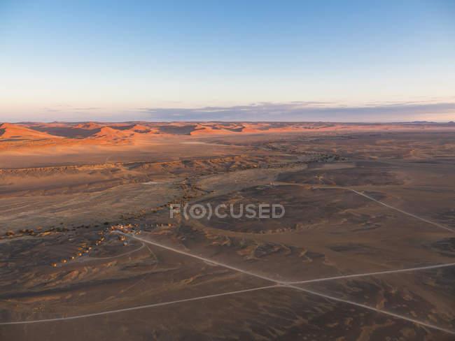 Africa, Namibia, Hardap, Hammerstein, Kulala Wilderness Reserve, Tsaris Mountains, Sossusvlei Region, Namib desert, Kuala Desert Lodge sunset — Stock Photo