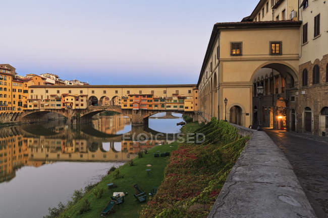Italy, Florence, River Arno and Ponte Vecchio — Stock Photo