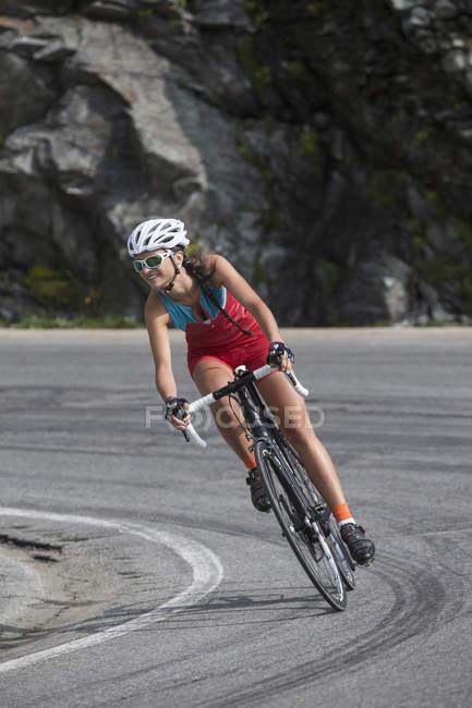 Швейцарія, Engadin, велосипедист на Bernina пас — стокове фото