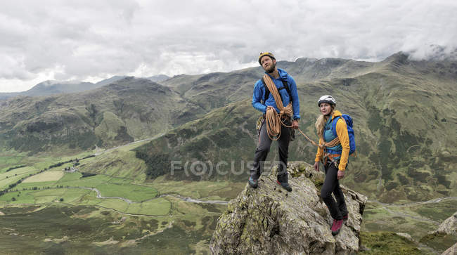 UK, Lake District, Great Langdale, scrambling at Pike of Stickle — Stock Photo