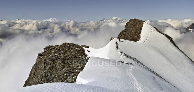 Schweiz, Berner Westalpen, Bergsteiger Balmhorn Region — Stockfoto