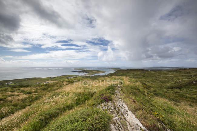 Irland, County Galway, Blick auf Atlantik-Küste — Stockfoto