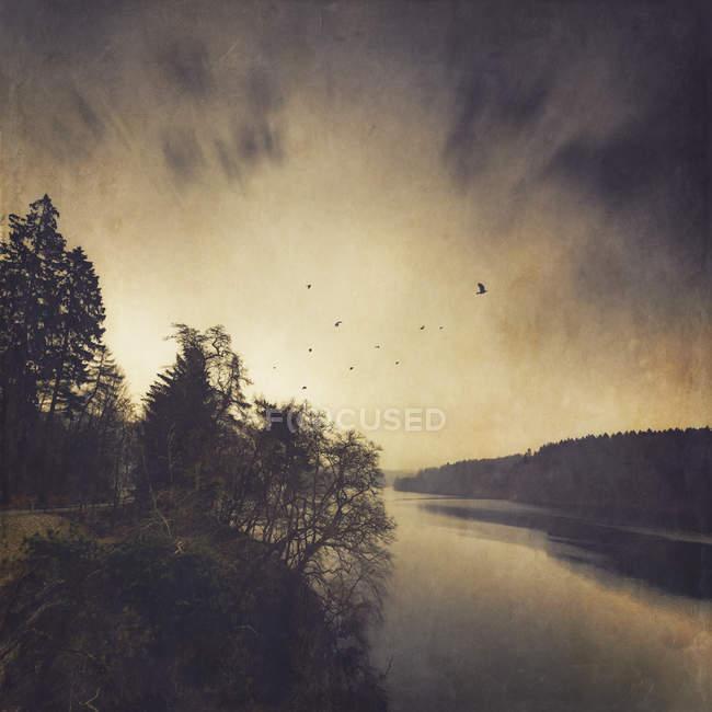 Перегляд зберігання озеро в зимовий період, цифровим маніпулювати — стокове фото