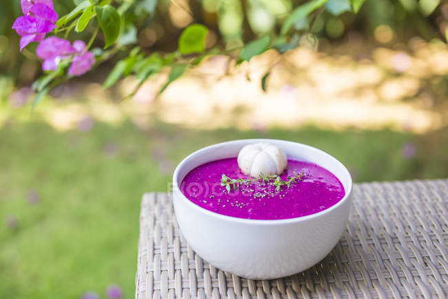 Close up of Bowl of dragon fruit smoothie — Stock Photo