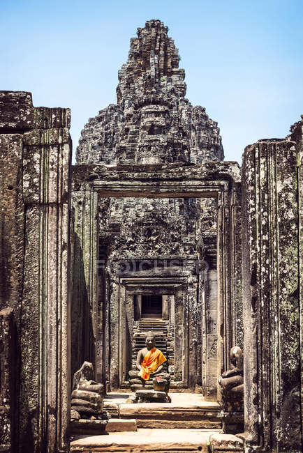Cambodia, Angkor Thom Temple with  Buddha statue — Stock Photo