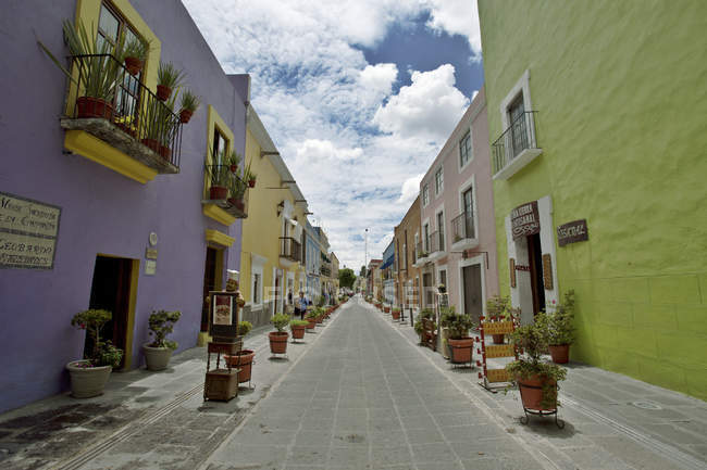 Mexico, Puebla, Historical city center, Empty street — Stock Photo