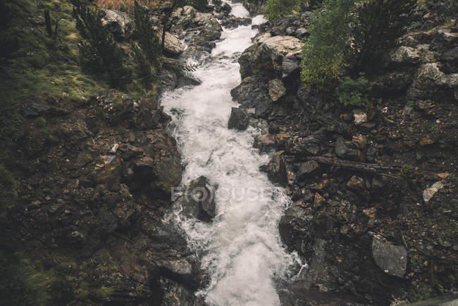 Spagna, Benasque, lo streaming di un fiume — Foto stock
