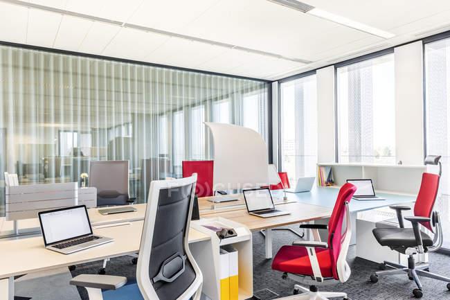 Design de interiores de escritório moderno — Fotografia de Stock