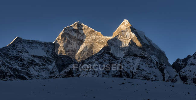 Nepal, Himalaya, Khumbu, Kangtega and view of mountain during daytime — Stock Photo