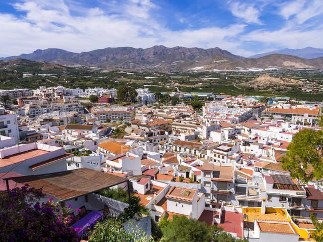 España, Andalucía, Granada, Sierra Nevada, Costa del Sol, Salobreña, ver de la ciudad durante el día - foto de stock
