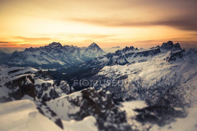 Італійські Альпи взимку на заході сонця — стокове фото